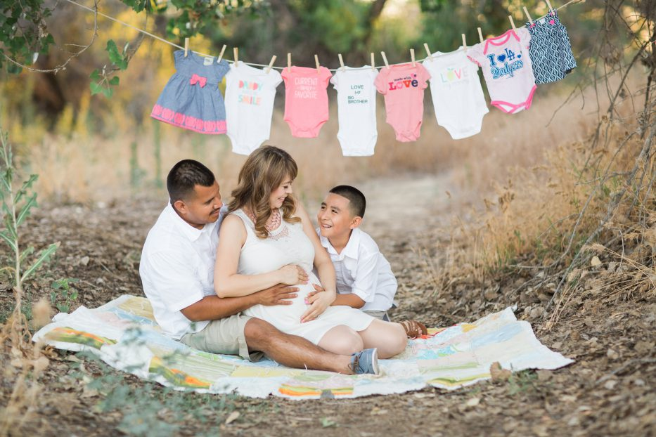 gender reveal maternity session the photege