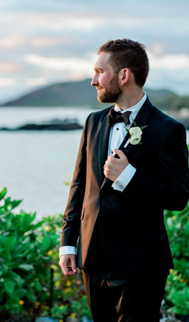groom at ponomakena sanctuary maui wedding
